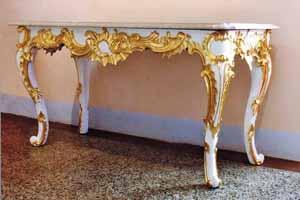 Rococo wand tafel met bladgoud versiering
