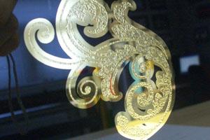 Relief glas met bladgoud