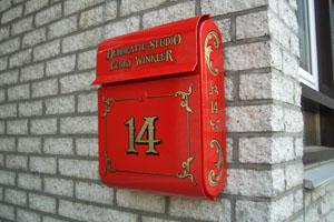 Vergulden brievenbus