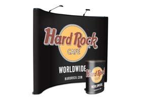 Traveler economy pop up beursstand met graphic panelen en graphic wrap voor rollone koffer