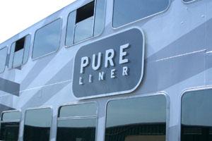 Reclamebord met pure liner freesletters